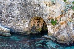 Denny tunel przy starym kasztelem Dubrovnik, Chorwacja zdjęcie stock
