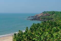 Denny widok od chowanej plaży z palmami blisko Agonda plaży, Goa sta Fotografia Stock