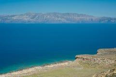 Denny wybrzeże, turkusu wzgórze, wodny i skalisty Droga Balos zatoka, Cr Obrazy Royalty Free