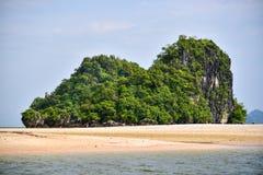Denny wyspy plaży jasnego wody zatoki wybrzeża krajobraz Zdjęcia Royalty Free