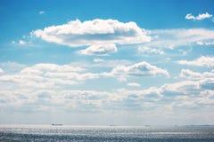 denny zachmurzone niebo Zdjęcia Royalty Free