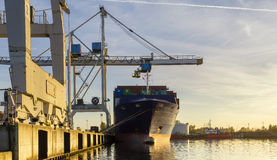 Denny zbiornika statek w porcie Fotografia Stock