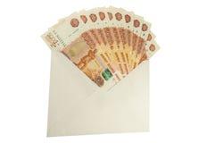 Denominações do russo de 5.000 rublos no envelope Foto de Stock