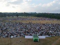 DENPASAR, BALI/INDONESIA- 5 DE JUNHO DE 2019: A vista do ar da oração de Eid al-Fitr em 2019 no campo de Puputan Renon Eid Prayer fotografia de stock royalty free