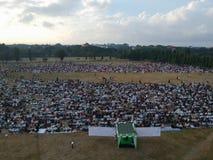 DENPASAR, BALI/INDONESIA-JUNE 05 2019: Widok od powietrza Eid al-Fitr modlitwa w 2019 przy Puputan Renon polem Eid modlitwy obrazy royalty free