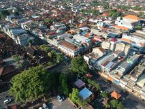 DENPASAR/BALI-MAY 14 2019: Flyg- sikt av Badung den traditionella marknaden Denpasar Det är en nybygge, efter det brände år för e royaltyfri bild
