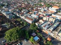 DENPASAR/BALI-MAY 14 2019: Flyg- sikt av Badung den traditionella marknaden Denpasar Det ?r en nybygge, efter det br?nde ?r f?r e royaltyfri bild
