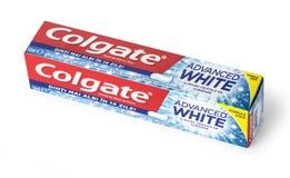 Dentífrico de Colgate, branco avançado da sensação, isolado no branco Fotos de Stock
