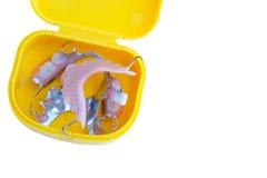 Dentadura dental parcial de la odontología en caja amarilla Imágenes de archivo libres de regalías