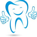 Dente com mãos e sorriso, dente no azul, logotipo da odontologia, dente e logotipo dos cuidados dentários, ícone do dente imagem de stock