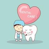 Dente e dentista felizes dos desenhos animados Fotos de Stock Royalty Free
