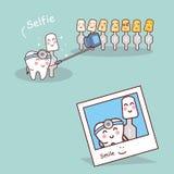 Dente e dentista felizes dos desenhos animados ilustração stock