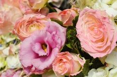 Dentelez le bouquet de mariage de Rose Image stock