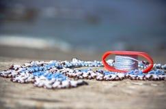 Dentelle blanche et bleue faite main, technique d'ankars de frivolite Photo libre de droits