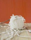 Dentelle de coton à crochet fait main et crochet de crochet organiques Métier créatif de couture, style de dentelle de Mori Girl  Photographie stock libre de droits