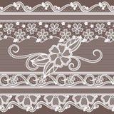 Dentelle de tissu avec la décoration de fleurs Fond sans couture de mode dans le style baroque Photographie stock libre de droits