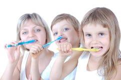 Dentes da limpeza da família Fotografia de Stock Royalty Free
