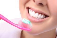 Dentes de escovadela da mulher Foto de Stock Royalty Free