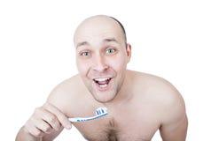 Dentes de lavagem do indivíduo engraçado Imagens de Stock Royalty Free