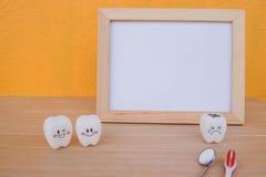 Dentes dos brinquedos do quadro e do modelo da foto na odontologia Imagens de Stock