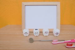 Dentes dos brinquedos do quadro e do modelo da foto na odontologia Foto de Stock Royalty Free