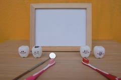 Dentes dos brinquedos do quadro e do modelo da foto na odontologia Fotos de Stock