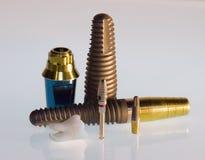 Dentes e implantes imagens de stock