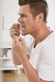 Dentes Flossing do homem imagens de stock