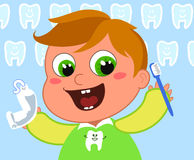 Dentes novos da limpeza do menino Fotos de Stock
