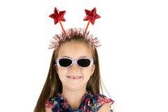 Denti anteriori mancanti della ragazza con la fascia rossa patriottica della stella Immagini Stock Libere da Diritti
