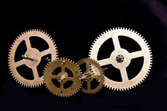 Denti dell'orologio di Steampunk su fondo nero Fotografie Stock