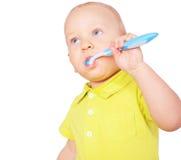 Denti di pulizia del ragazzino isolati su bianco Immagini Stock