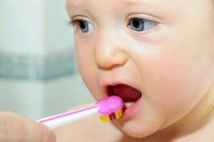 Denti di spazzolatura Immagine Stock