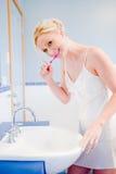 Denti di spazzolatura Immagine Stock Libera da Diritti