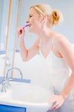 Denti di spazzolatura Fotografie Stock