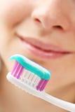 denti di spazzolatura Fotografie Stock Libere da Diritti
