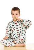 Denti di spazzolatura del bambino prima di ora di andare a letto Fotografia Stock