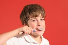Denti di spazzolatura del ragazzo Fotografia Stock Libera da Diritti