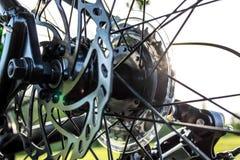 Denti per catena della bicicletta e freno di disco posteriori Immagini Stock Libere da Diritti