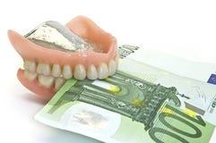 Dentiers et argent Images stock