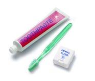 Dentifricio in pasta e filo di seta del Toothbrush fotografie stock libere da diritti