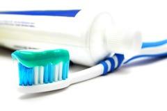 Dentifricio in pasta e toothbrush Fotografia Stock