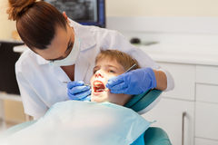 Dentist examining patient teeth Royalty Free Stock Photography