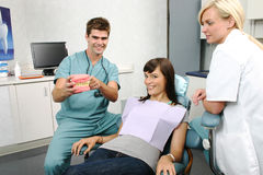 Dentist explaining treatment to patient Royalty Free Stock Photos
