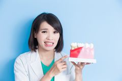 Dentist take decay tooth model Royalty Free Stock Photos
