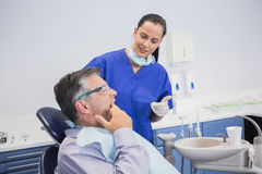 Dentist talking with her patient Royalty Free Stock Images