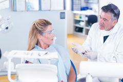 Dentist talking with his patient Royalty Free Stock Photos