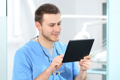 Dentist working with a tablet Royalty Free Stock Photos