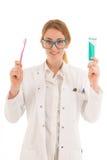 Dentista con goma del cepillo y de diente imagen de archivo libre de regalías