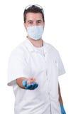 Dentista con las dentaduras Fotos de archivo libres de regalías